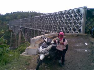 melewati jalan Cirahong Manonjaya