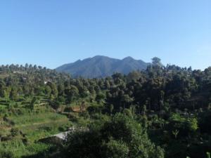 Ada gunung yang baru bangun pagi.. kesiangan kayanya.