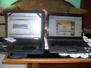 2 laptop dengan terhubung secara wireless